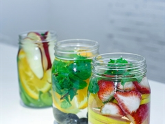 2 phút làm detox từ nước trái cây thanh lọc cơ thể